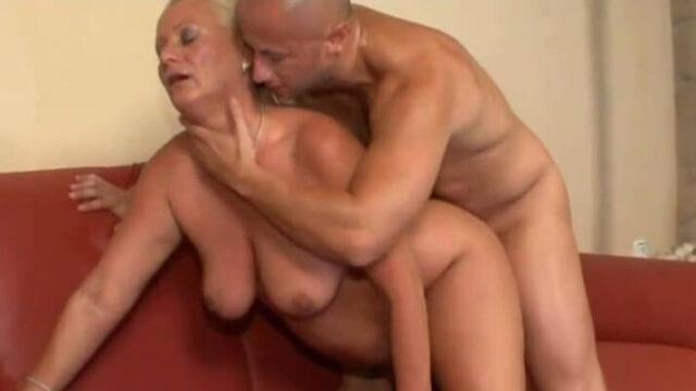 Nonna tettona inculata (Busty granny anal)